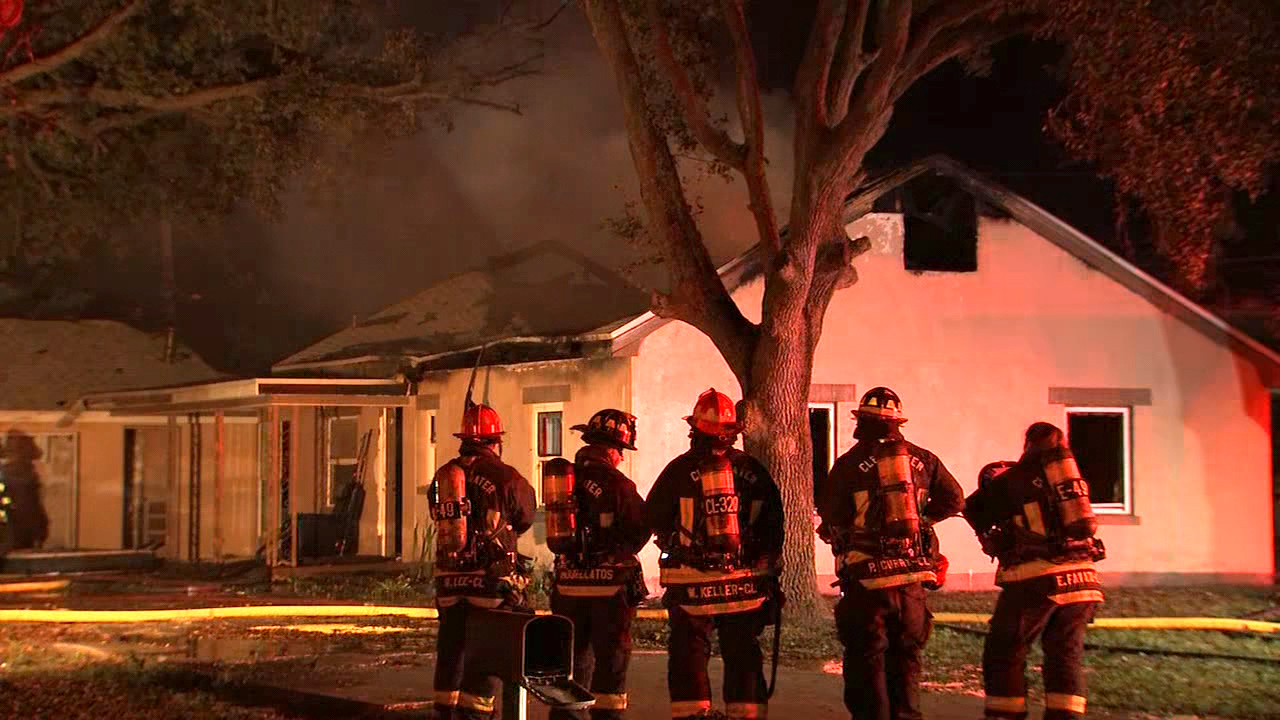 Clearwater officials investigating early morning house fire